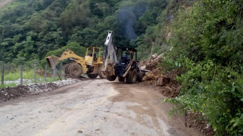 Continúa con la extracción del derrumbe suscitado en el mes de septiembre en el municipio de Tepehuacán de Guerrero.