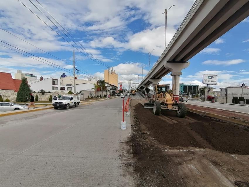 Trabajos de rehabilitación sobre el puente vehicular ubicado frente a la Mega Soriana