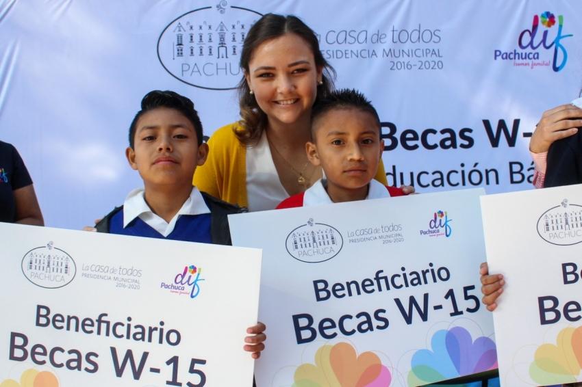 ENTREGA ALCALDÍA DE PACHUCA 836 ESTÍMULOS A LA EDUCACIÓN BÁSICA
