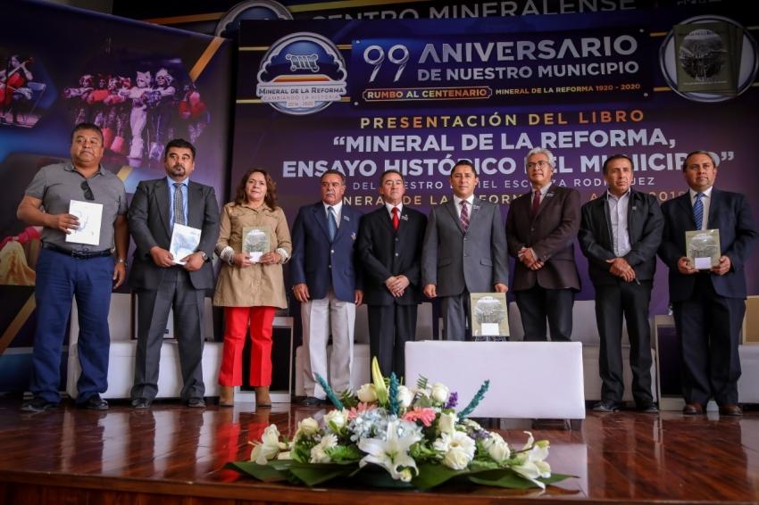"""PRESENTAN LIBRO """"MINERAL DE LA REFORMA ENSAYO HISTÓRICO"""", EN EL MARCO DEL 99 ANIVERSARIO DEL MPIO. DE MINERAL DE LA REFORMA"""