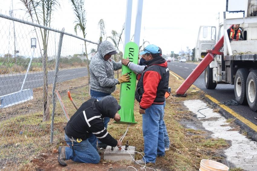 Supervisa Gadoth Tapia, inicio de instalación de luminarias en boulevard Tula Iturbe