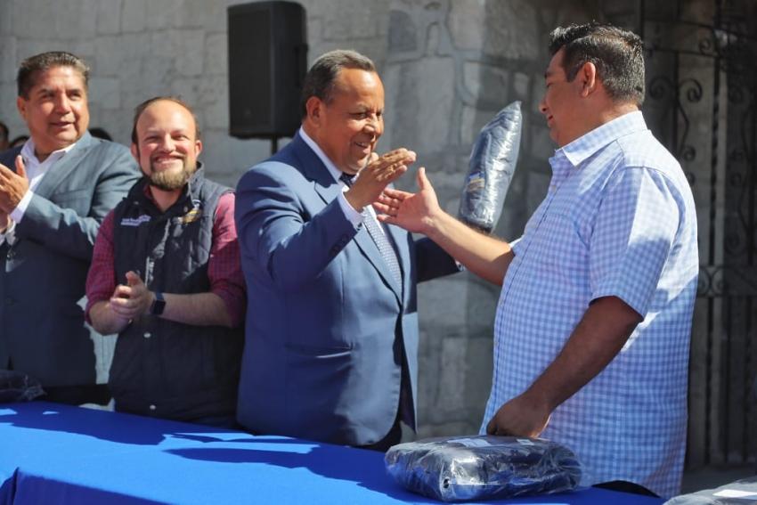 RECIBEN CHALECOS INSTITUCIONALES, TRABAJADORES MUNICIPALES EN MINERAL DE LA  REFORMA