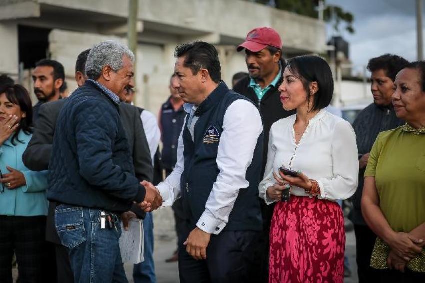 INAUGURA ALCALDE RAÚL CAMACHO BAÑOS PAVIMENTACIÓN PASEOS DE CHAVARRÍA – LA CALERA