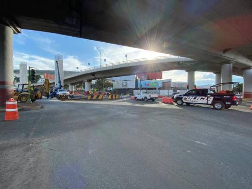 Se realizará la colocación de un señalamiento informativo tipo puente, sobre el bulevar Luis Donaldo Colosio a la altura del Túnel independencia,